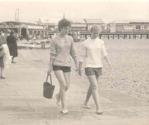 Photo:Rhea Wasley and Valerie Burns walking down marine parade