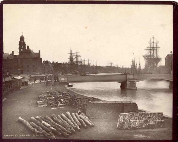 Photo:Town Hall and river, early 20th Century