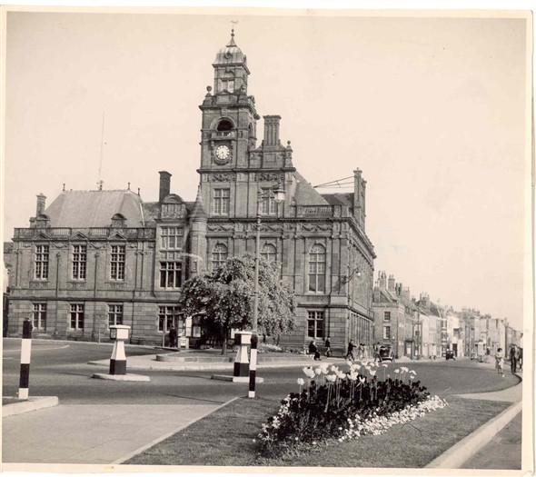 Photo:Town Hall and South Quay, 1950's