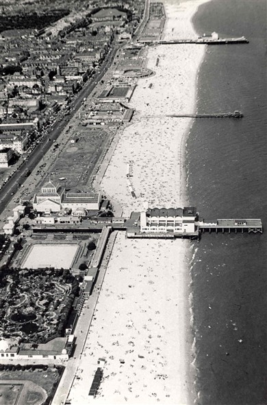 Photo:Aerial photograph of Great Yarmouth beach