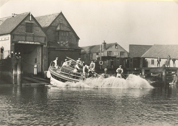 Photo:Launching the Gorleston Lifeboat, Louise Stephens, c1954-58