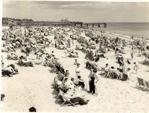 Photo:Great Yarmouth Beach packed with holiday makers, 1950s