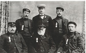 Photo:James Haylett and other Caister lifeboatmen, c1906?