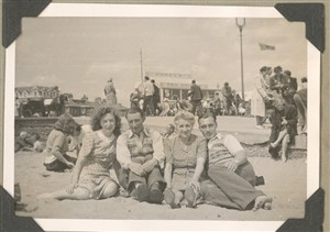 Photo: Illustrative image for the 'Family photos on the central beach' page