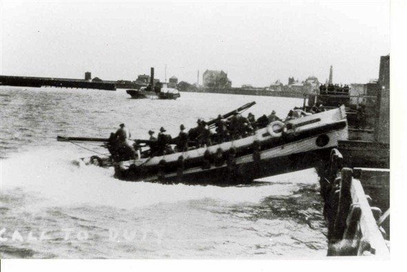 Photo:Launch of the Gorleston Volunteer Lifeboat, Elizabeth Simpson, c1910-1930