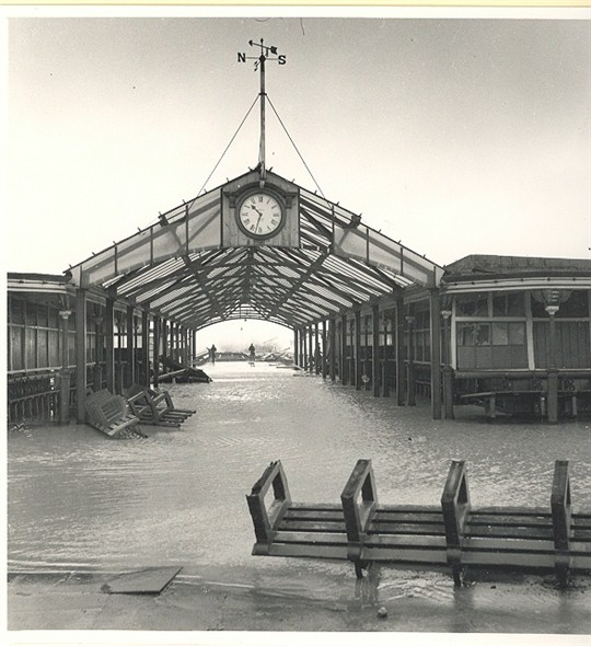 Photo:The Jetty, Great Yarmouth in the 1953 floods