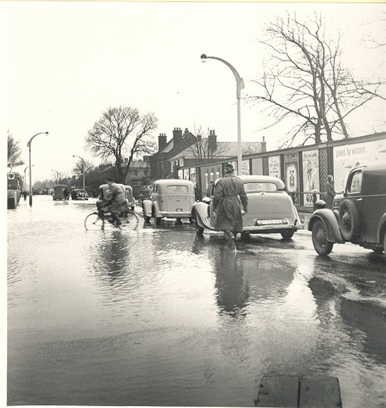 Photo:Southtown Road looking south during the 1953 floods