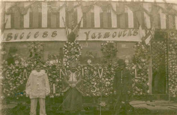 Photo:Costumed caracters standing infront of a Great Yarmouth tram decorated for the carnival in 1923