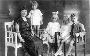 Photo:Catherine and her children, James, Mary & Margaret (twins) & Sheila