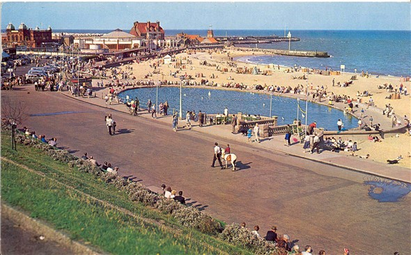 Photo:Postcard of view of Gorleston Beach
