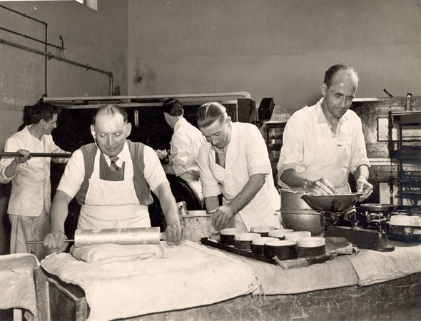 Photo:Bakers at work at Watsons Bakery, c. 1953