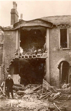 Photo:Photograph of 1915 bomb damage caused by a Zeppelin raid