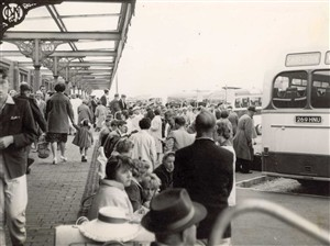 Photo:Visitors arriving at Beach Coach Station, 1960s