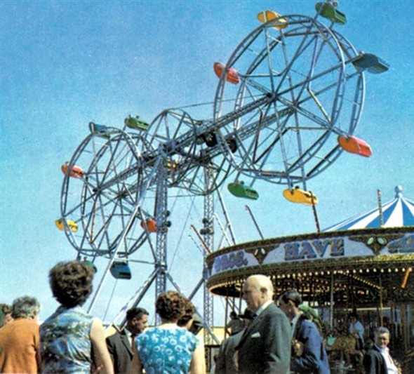 Photo:The sadly missed 125ft tall double ferris wheel at Botton Brothers Pleasure Beach, Marine Parade which was once a firm landmark on the Yarmouth skyline