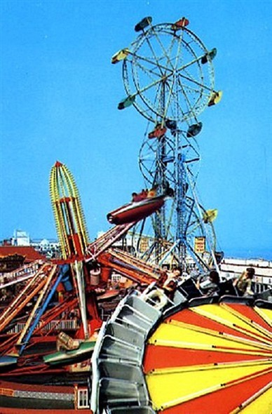 Photo:Another view of the amazing 125ft tall double ferris wheel at Botton Brothers Pleasure Beach, Marine Parade with the jets and satellite rides in the foreground