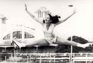 Photo:Jocelyn Taylor on the outdoor roller skating rink at Wellington Pier, c. 1950
