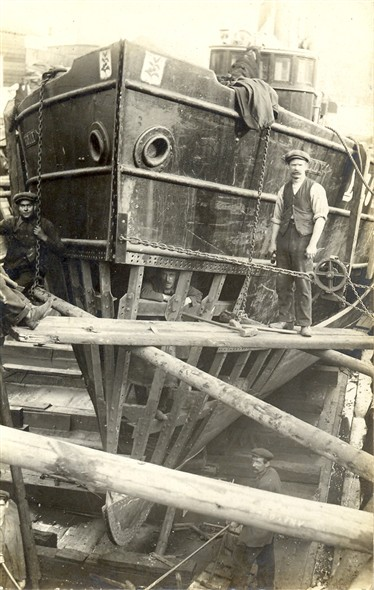 Photo:Men working on a vessel in the dry dock at Fellows, c.1910